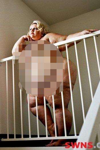 Yossi mencari model dengan mulai mengumpulkan wanita-wanita New York dalam fat acceptance scene pada tahun 2006, di mana ia mulai mengambil gambar provokatif wanita, yang dikenal dengan SSBBW Super-sized Big Beautiful Women